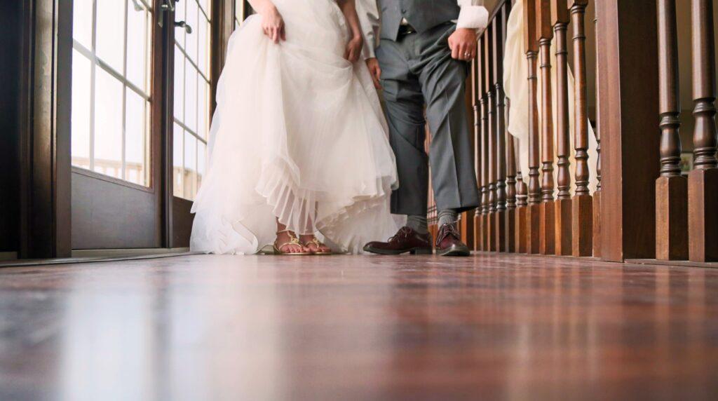 coppia di sposi matrimonio intimo