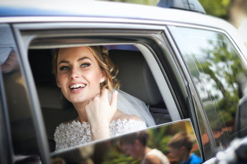 ingresso della sposa in auto